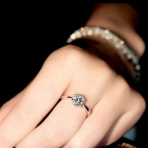 Sparkly Diamond Solitaire Ring